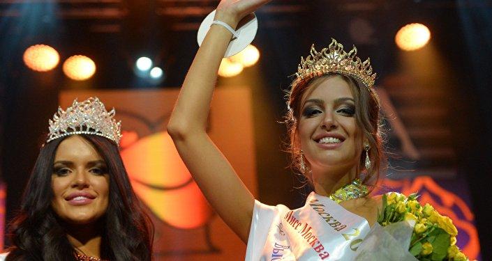 Oksana Voevodina se corona Miss Moscú 2015
