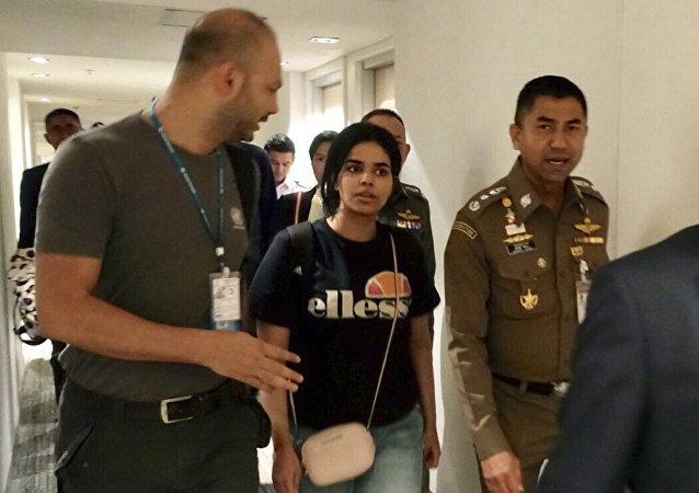 Rahaf Mohammed Qunun huyó de su familia y se esconde en Tailandia