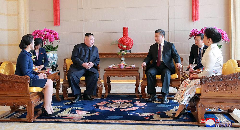 El líder norcoreano Kim Jong-un y el presidente de China, Xi Jinping