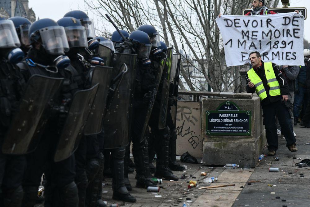 Enfrentamientos entre la policía y los 'chalecos amarillos' en París