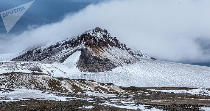 Isla en el océano Glacial Ártico