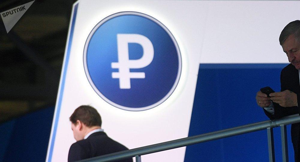 Un símbolo de rublo ruso (imagen referencial)