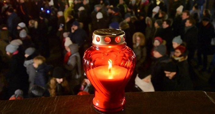 Polonia rinde homenaje al alcalde de Gdansk apuñalado en un concierto