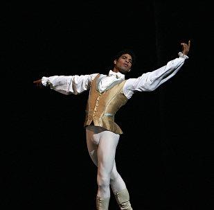 Carlos Acosta, reconocido bailarín cubano director de la compañía Acosta Danza