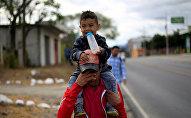 Migrantes hondureños de la nueva caravana que se dirige a EEUU