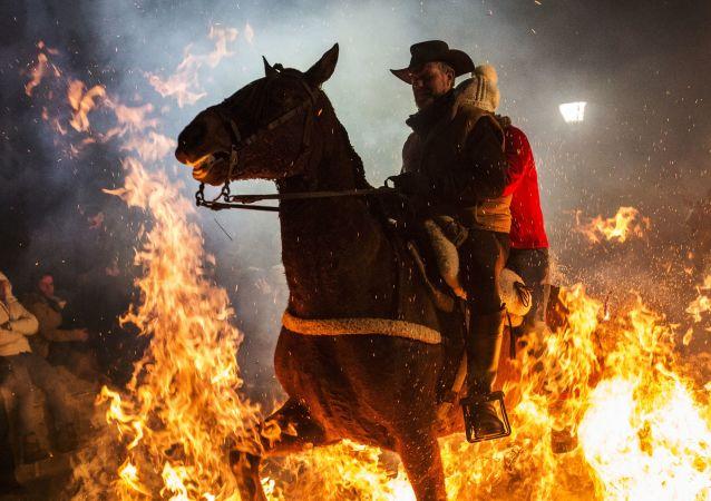 Purificación mediante el fuego: la fiesta de las Luminarias se celebra en España