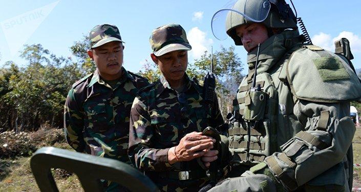 Desminado del territorio de Laos por zapadores rusos