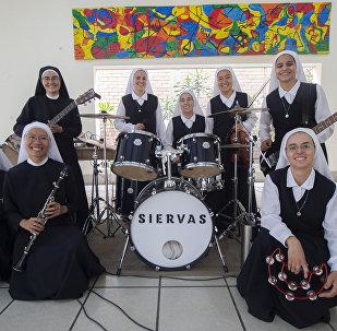 Siervas, las monjas roqueras