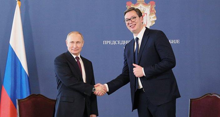 El presidente ruso, Vladímir Putin, y el presidente de Serbia Aleksandar Vucic