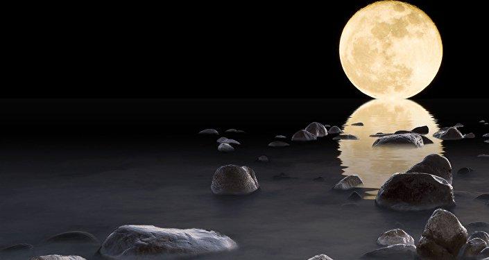 La Luna y su reflejo en agua