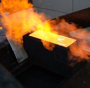 La producción de un lingote de oro (imagen referencial)