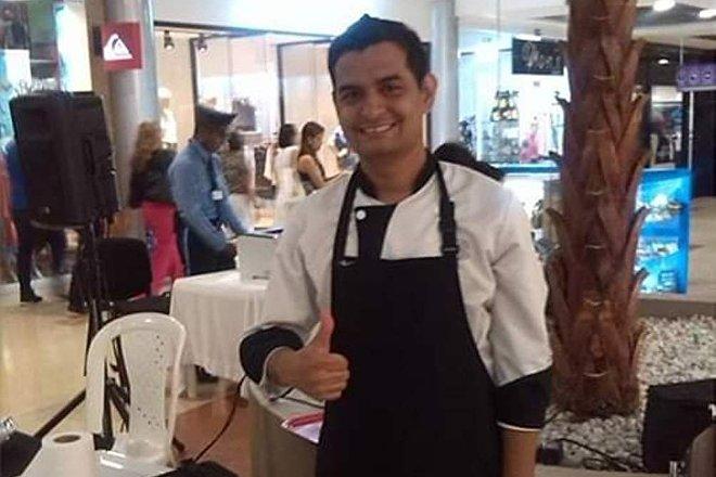 Bryan Badillo trabaja como chef en Colombia