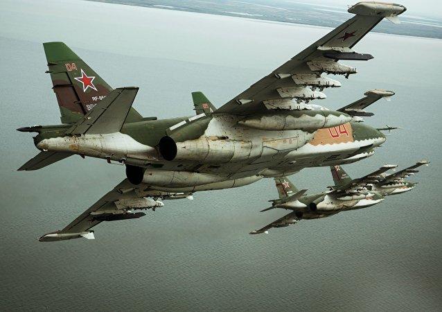 Штурмовики Су-25СМ3 во время летно-специальной подготовки экипажей в Приморско-Ахтарске