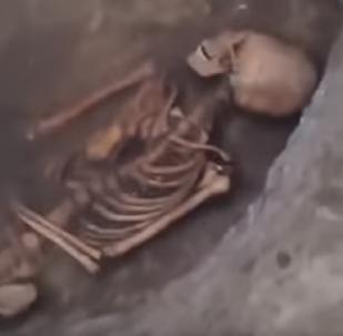 Hallan un esqueleto con cráneo alienígena en el sur de Rusia