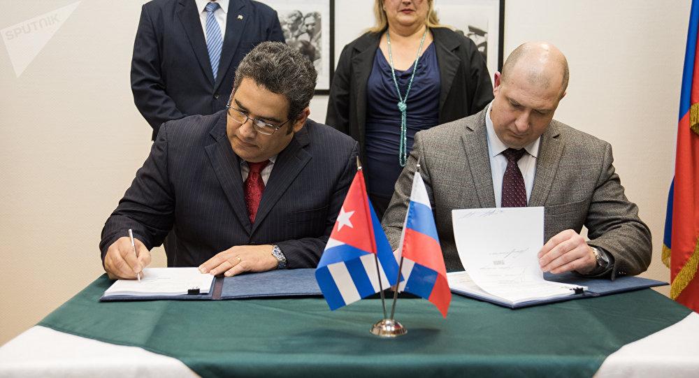 La firma de contrato entre la empresa rusa Transmashholding y Cuba