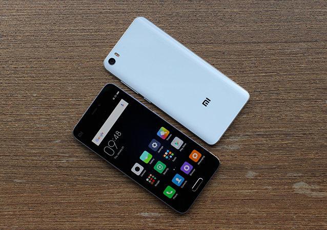 Unos celulares de la marca Xiaomi, foto archivo