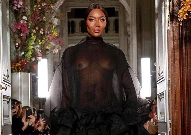 La supermodelo británica Naomi Campbell durante un desfile para Valentino (archivo)