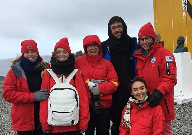 Los Cronoantárticos en la base uruguaya Artigas en la Antártida