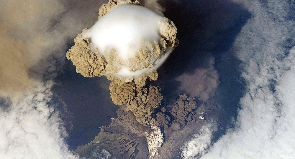 La erupción del volcán Sarychev, en Rusia, el 12 de junio de 2009