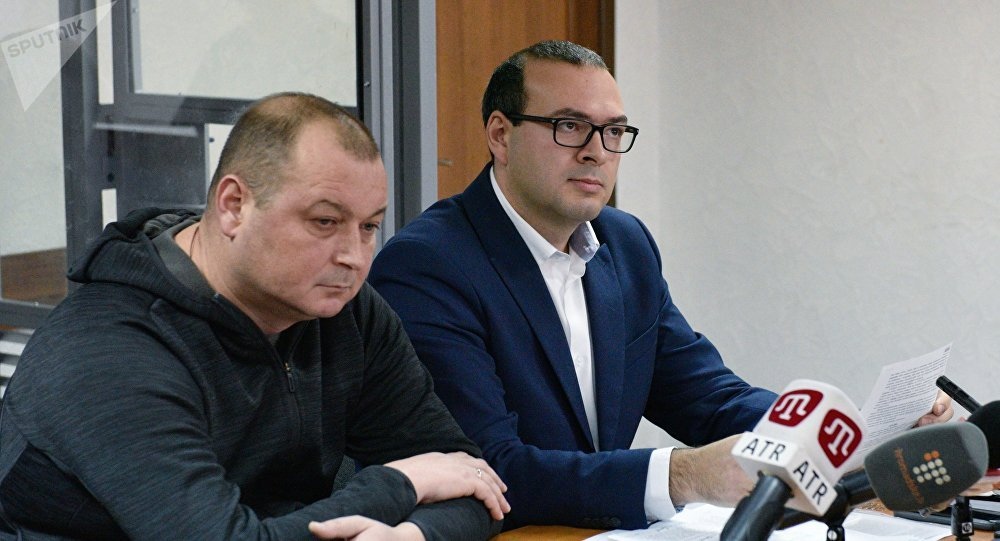 Capitán del pesquero Nord, Vladímir Gorbenko, y su abogado, Alexandr Rudenko