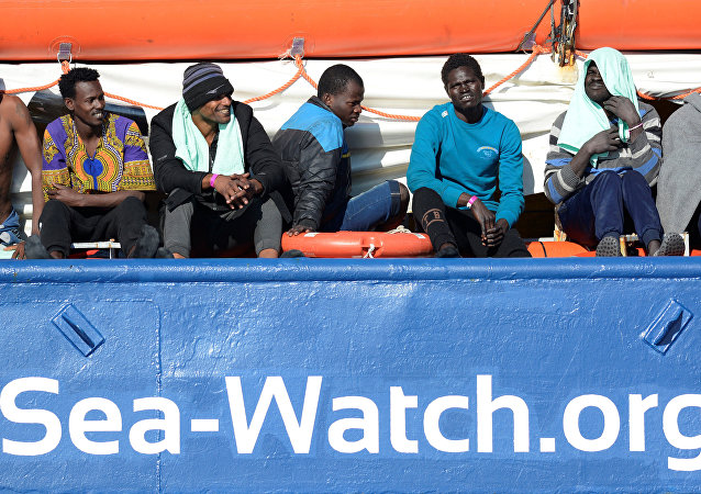 Migrantes a bordo de barco Sea Watch 3