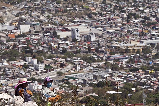 Chilpancingo, Guerrero. Mujeres de la cuarta Brigada Nacional de Búsqueda de Personas Desaparecidas caminan en los cerros en busca de fosas clandestinas.