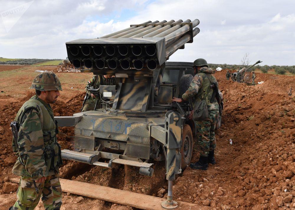 Fuertes y templados por la guerra: cómo los militares sirios regresan a Manbij