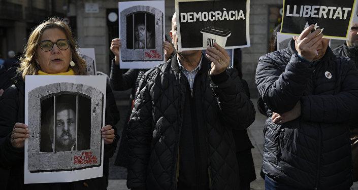 Independentistas apoyan a los presos catalanes
