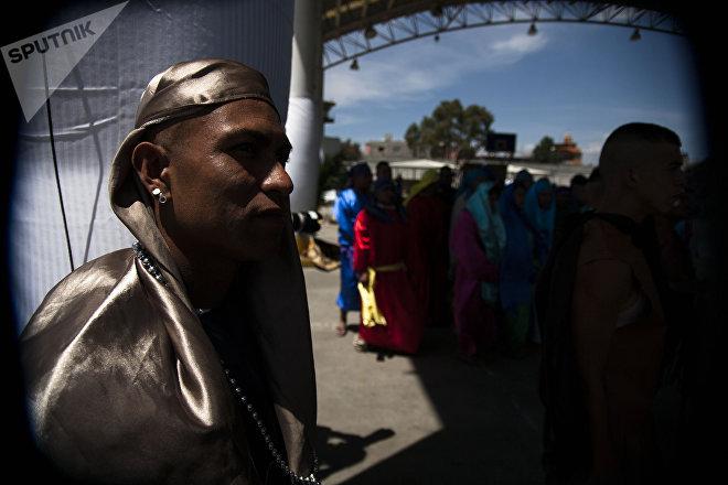 Un hombre representa la Pasión de Cristo en el penal de Santa Martha Acatitla, en Iztapalapa, Ciudad de México