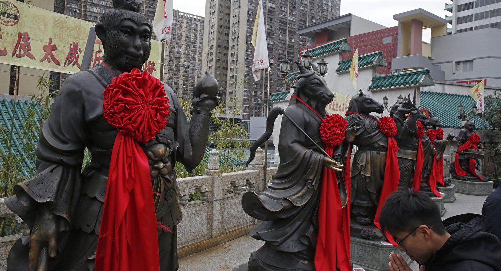 Las estatuas cerca del templo Wong Tai Sin en Hong Kong