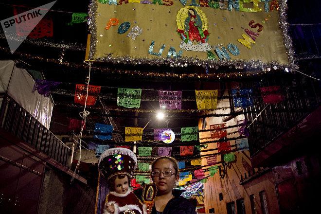 Patricia Gallardo posa para foto en un callejón del pueblo de la Candelaria, en Ciudad de México