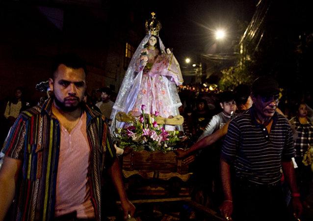 Una de las procesiones en el pueblo de la Candelaria, en Ciudad de México, el día de su santa patrona.