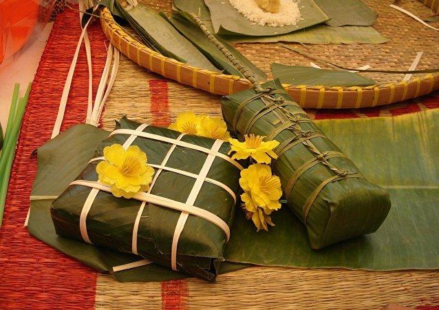 Bánh chưng, pastel de arroz que elaboran los vietnamitas en ocasión del Tet
