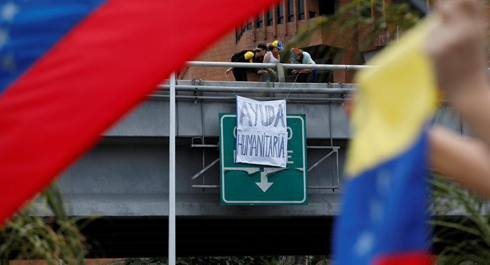 Pancarta Ayuda humanitaria en Caracas