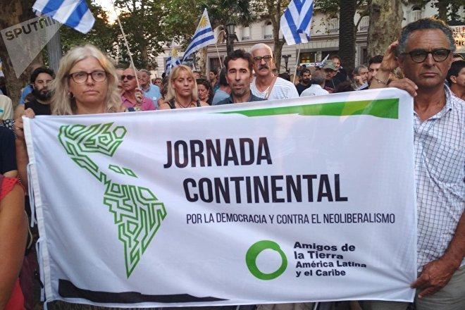 Karin Nansen, presidenta de Amigos de la Tierra Internacional, durante la manifestación Diálogo y paz para Venezuela, convocada por el Pit-Cnt, el Encuentro Sindical Nuestra América y la Jornada Continental en Defensa de la Democracia y Contra el Neoliberalismo
