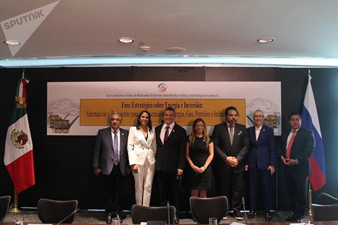 Comitiva presente en el Foro estratégico sobre energía e inversión en el Senado mexicano