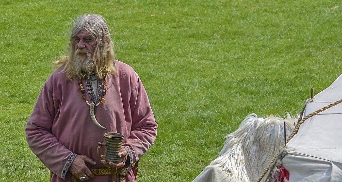 Un hombre disfrazado de viking (imagen ilustrativa)