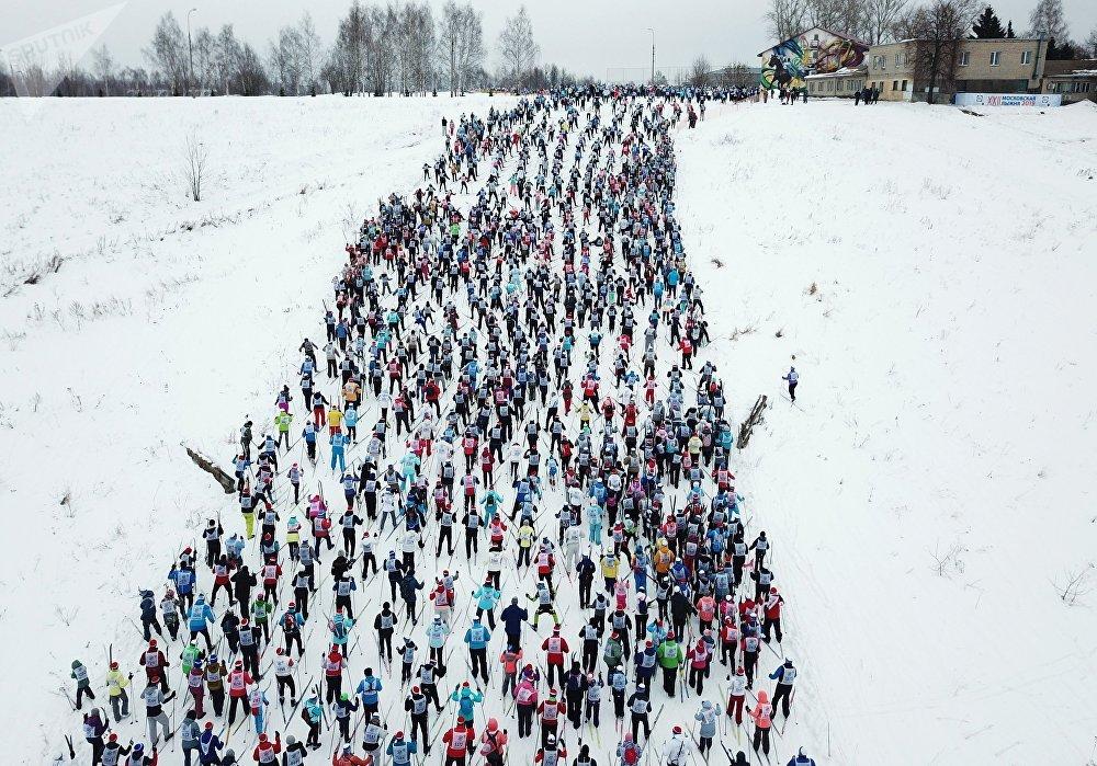Una carrera de esquí masiva reúne a personas de todos los rincones de Rusia