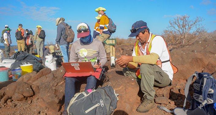 Control del dron que dispersa el cebo para la erradicación de roedores en Seymour Norte