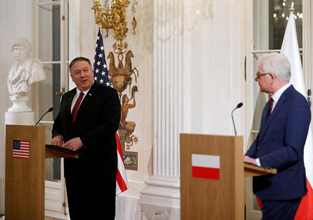 El secretario de Estado norteamericano, Mike Pompeo, y el jefe de la diplomacia polaca, Jacek Czaputowicz