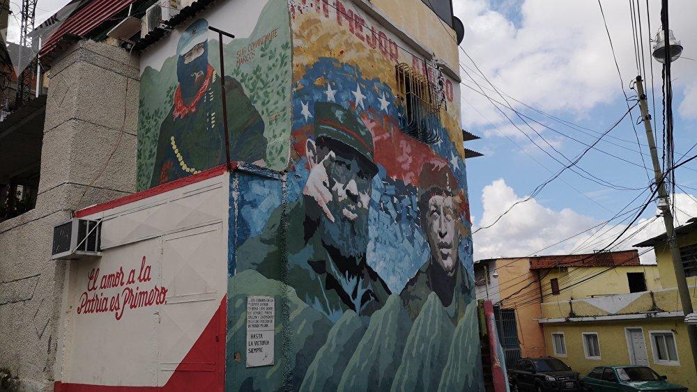Mural dedicado al SubComandante Marcos, Fidel y Chávez