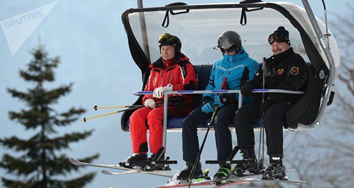 Vladímir Putin, Alexandr Lukashenko y su hijo Mijaíl en Sochi