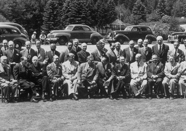 Los participantes de la conferencia en Bretton Woods
