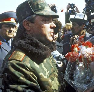 El coronel general Borís Grómov tras la retirada de las tropas de Afganistán