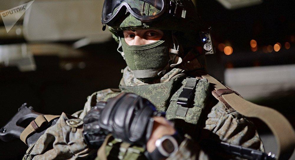 Un militar con un traje de combate Ratnik (archivo)
