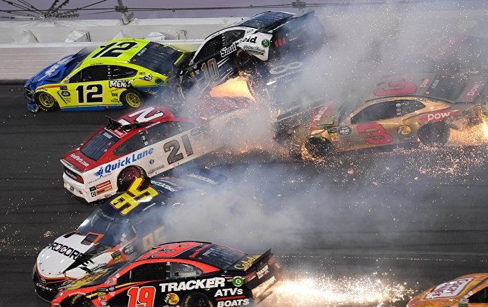 Caos en las 500 millas de Daytona: más de 20 autos chocan en la NASCAR