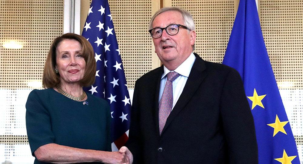 La presidenta de la Cámara de Representantes de EEUU, Nancy Pelosi, y el presidente de la Comisión Europea, Jean-Claude Juncker