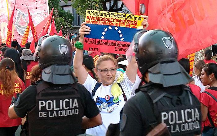 Marcha en apoyo a Maduro frente a la embajada de EEUU en Buenos Aires