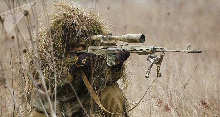Un francotirador durante unas maniobras (archivo)