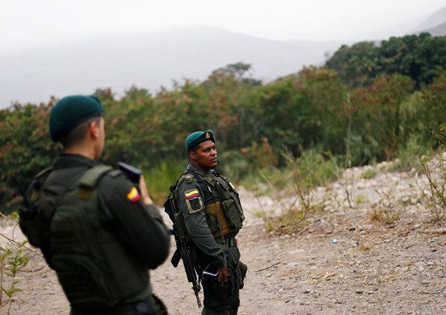 Policía venezolana en la frontera con Colombia